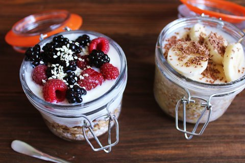 Overnight oats are the healthiest grab and go breakfast you can make in a mason jar.